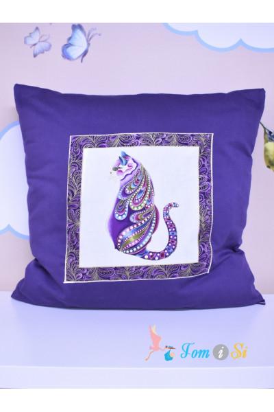 Подушка декоративная фиолетовая