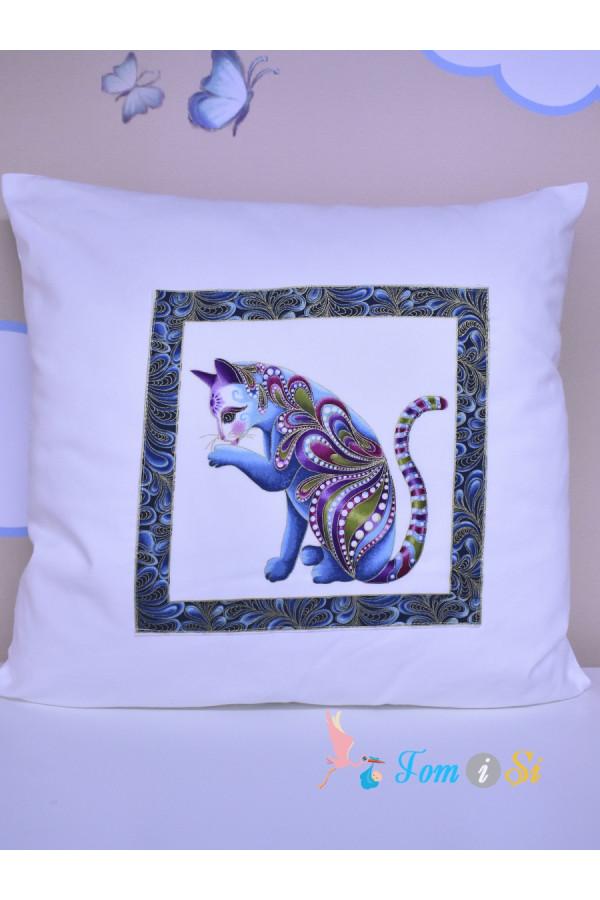 Подушка декоративная белая