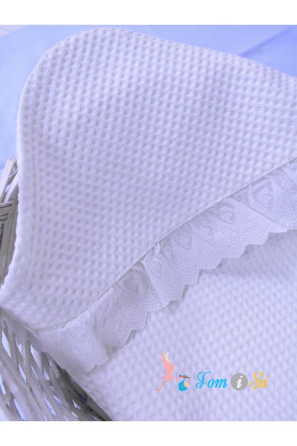 Полотенце вафельное с кружевом