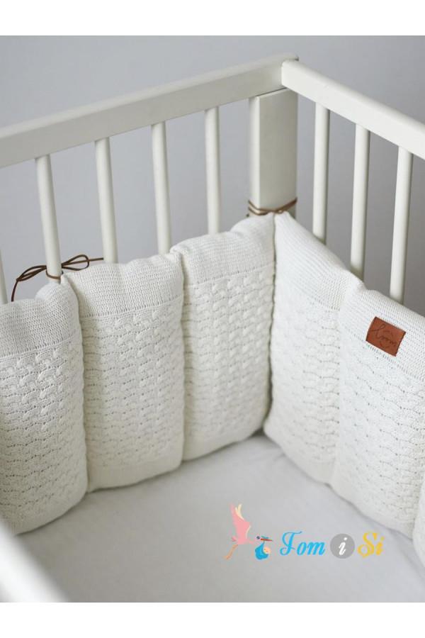 Вязаный бортик в кроватку для новорожденного